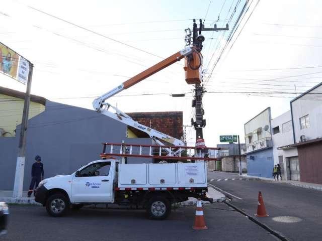 Prefeitura de Arapiraca amplia instalação de iluminação de LED nos bairros.