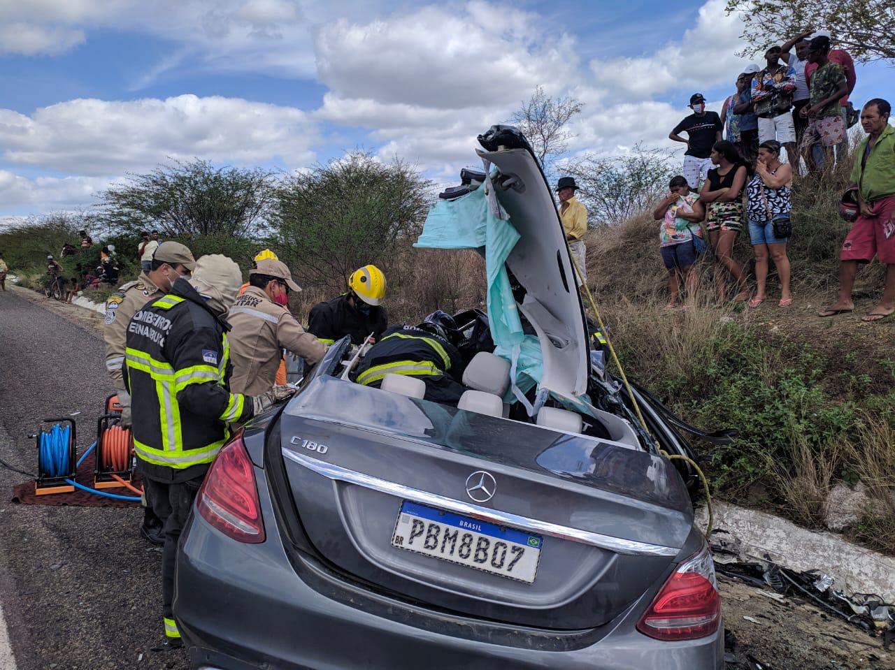 Colisão frontal deixa cinco mortos e dois feridos na BR-423 | Todo Segundo